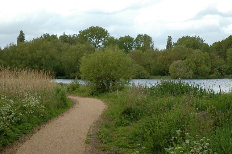 Photo of the lakeside path at Rickmansworth Aquadrome.