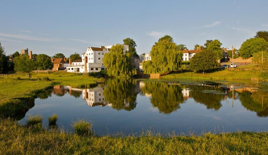 Photo of the Mill Hotel and mill pond at Sudbury Water Meadows.